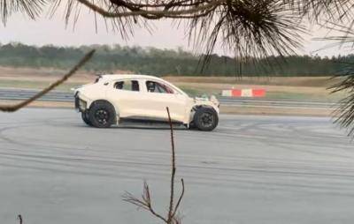 Teste do Ford Mustang elétrico vaza na internet; confira o vídeo