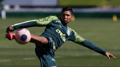 Livre para treinar no Palmeiras, Rony tem chance de enfrentar Corinthians