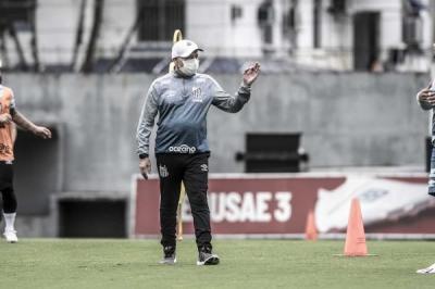 Jesualdo comanda primeiro treino com grupo completo do Santos reunido