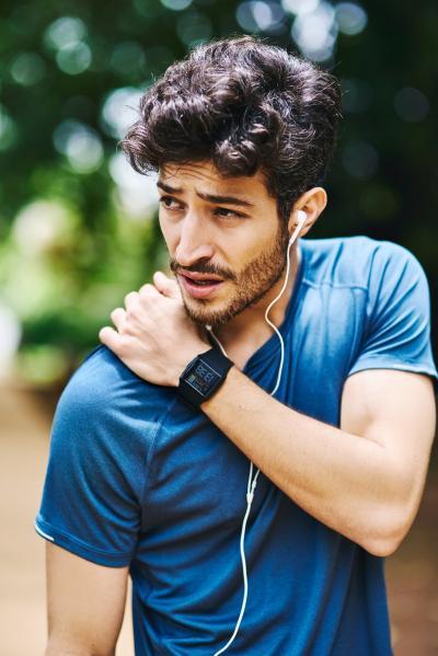 Como prevenir dores nos ombros e pescoço ao correr: evite 5 erros