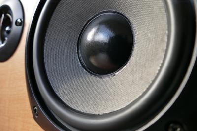 Caixas de som para todos os gostos com descontos de até 70%