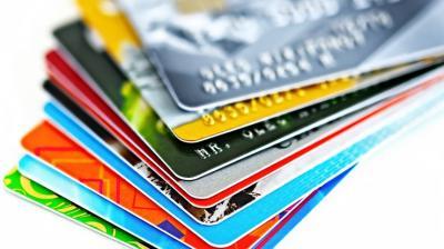 Projeto no Senado limita taxa de juros do cartão de crédito e cheque especial