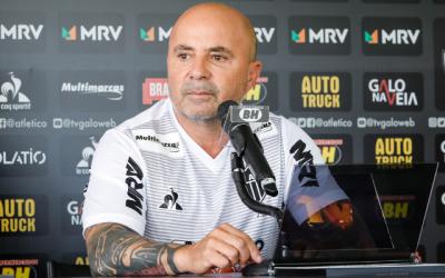 """""""Flamengo está em estágio mais avançado com Domènec que o Atlético-MG do Sampaoli"""", aponta Mauro Cezar"""