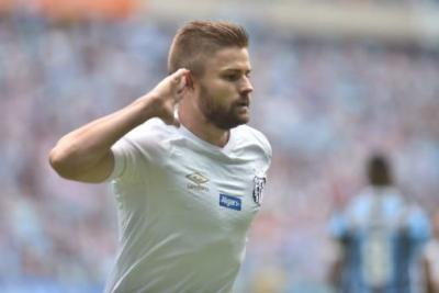 Santos acredita que pode transferir dívida com o Inter, caso vença processo e negocie Sasha; entenda