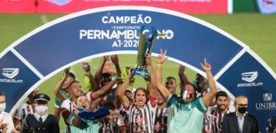 Salgueiro faz história, vence o Santa Cruz nos pênaltis e conquista título Pernambucano