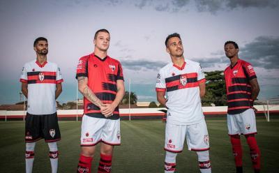 Atlético-GO lança novos uniformes, cada um com um modelo de escudo