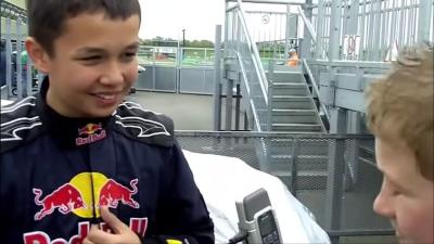 """Alexander Albon, ainda criança, apareceu em vídeo """"prevendo"""" futuro na Fórmula 1 com a RBR"""