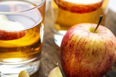Suco detox de maçã e pepino para perder peso e encher o corpo de energia