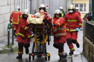 Ataque com faca deixa feridos perto da antiga redação do Charlie Hebdo, em Paris
