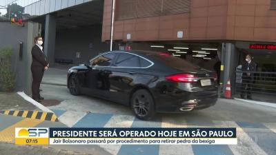 Bolsonaro passa por cirurgia para retirada de cálculo da bexiga no Hospital Albert Einstein em SP