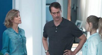 Clara diz para Malu que Edgar tem uma amante
