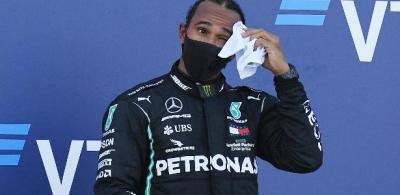 """Diretor da F-1 aconselha Hamilton a """"lamber feridas"""" após GP da Rússia"""