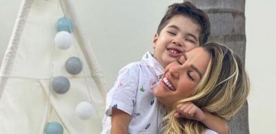 Aline Gotschalg deixa filho brincar de boneca: 'Não limito a criatividade'