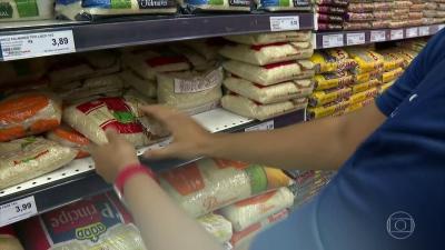 Para conter alta de preços, governo decide zerar imposto de importação de soja e milho