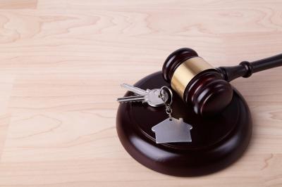 Leilões: bancos e Justiça Federal vendem imóveis e veículos com descontos de até 80%