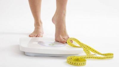 Você sabe a diferença entre perder peso e emagrecer? Confira explicação de nutricionista