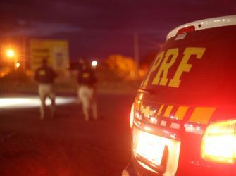 Adolescente tenta assaltar viatura da PRF, é baleado e acaba preso em Fortaleza