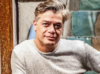 Fabio Assunção diz que tem foto de Chico Buarque no banheiro