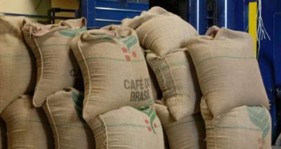 Na Cooxupé, café no mercado futuro só para 22 e nem saída de posições vendidas para 21, por...