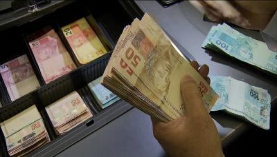 Auxílio emergencial de R$ 300 e R$600: NOVOS aprovados recebem dinheiro hoje